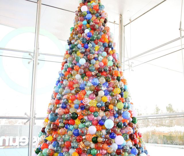 The  Foot Holiday Tree At The Corning Museum Of Glass Contains  Glass Ornaments Made By A Team Of Glassmakers The Corning Museum Of Glass
