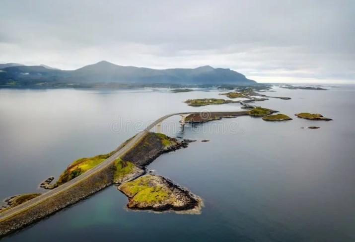 Γέφυρα Storseisundet, δρόμος Νορβηγία του Ατλαντικού Ωκεανού Στοκ Εικόνα -  εικόνα από north, highway: 102044493