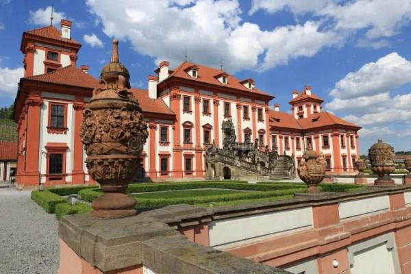 Дворец Troja дворец в стиле барокко расположенный в Troja ...