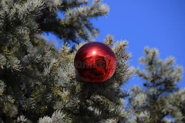 Дерево Нового Года украшений Сусаль и игрушки, шарики и ...