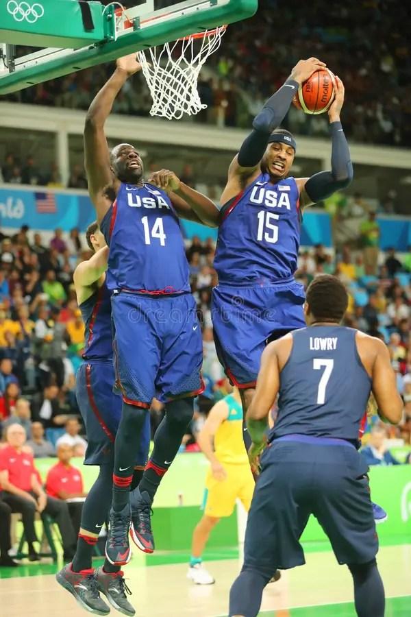 Carmelo Энтони команды Соединенных Штатов нагревает для ...
