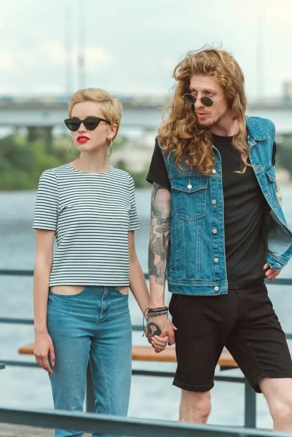 парень с татуировками и стильная девушка Стоковое Фото ...