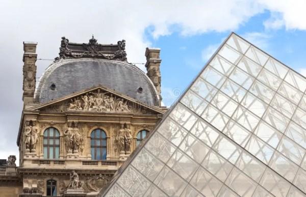 ПАРИЖ/ФРАНЦИЯ - ОКОЛО сентябрь 2012 - пирамида жалюзи ...