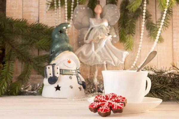 Печенье и чашка чаю пряника Праздник Co Нового Года ...