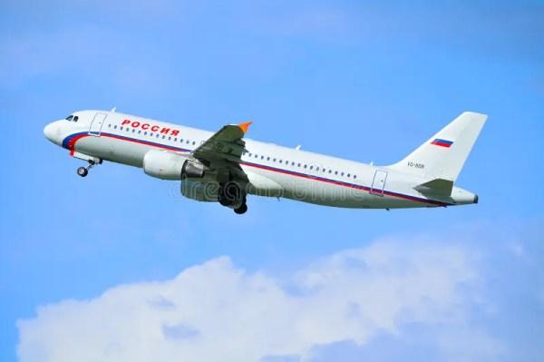 Самолет аэробуса A319 Rossiya готов для принимать от ...