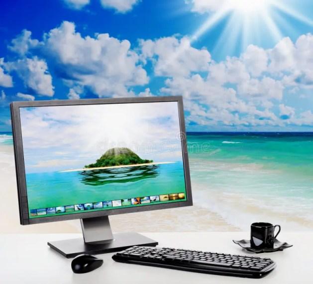 """Результат пошуку зображень за запитом """"компьютер на пляже"""""""