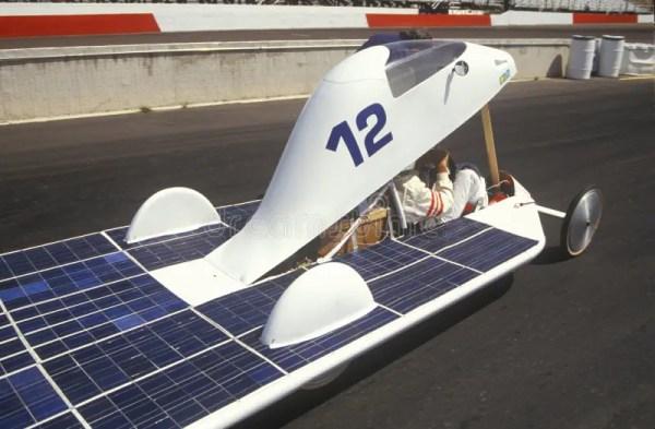 Солнечный приведенный в действие автомобиль на солнечные и ...