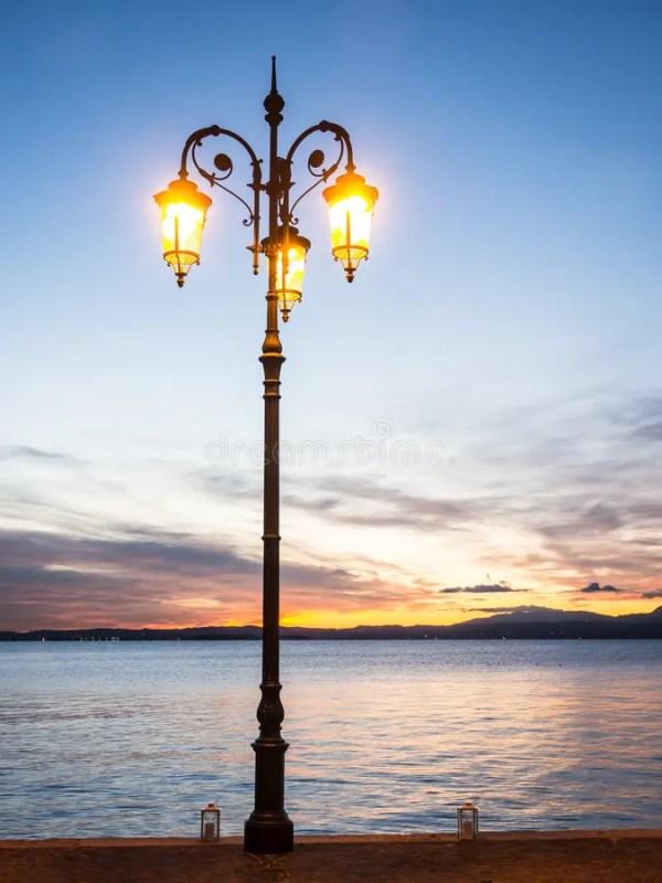 Старый уличный фонарь стоковое фото. изображение ...