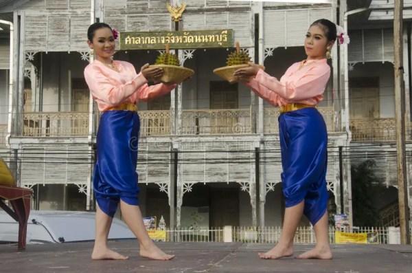 Стиль танца тайских людей актера и актрисы тайский ...