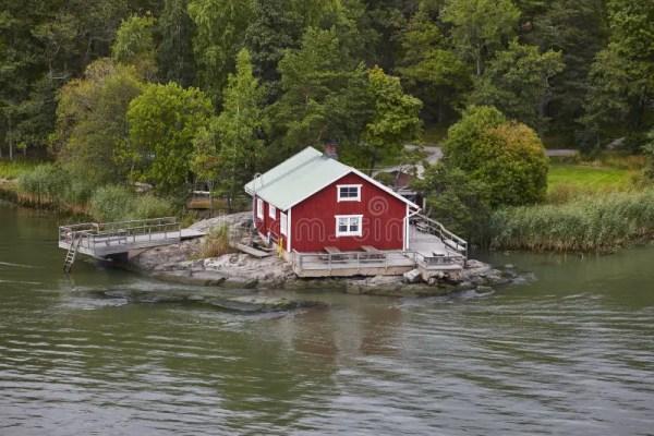 Красный деревянный финский дом Стоковое Фото - изображение ...