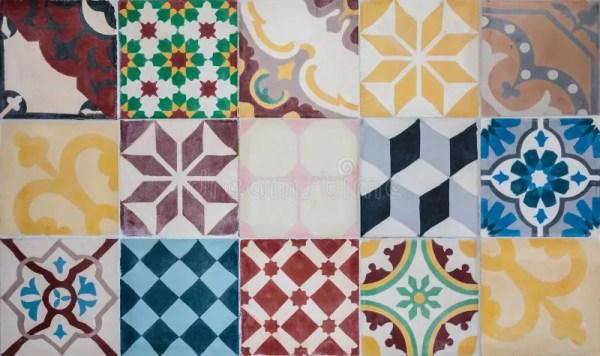 Цветастый комплект португальских орнаментальных плиток ...