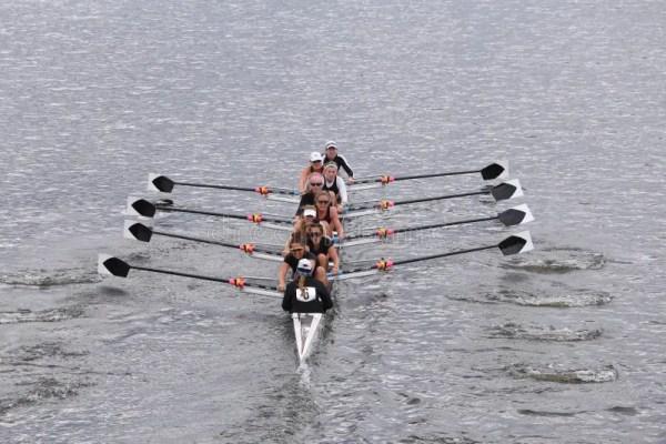 Экипаж женщин Radcliffe участвует в гонке в голове Eights ...