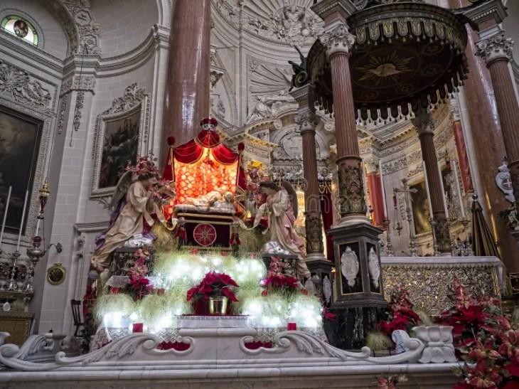 Interior De La Iglesia Carmelita En La Valeta, Malta Foto de ...