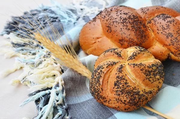 Kaiser Roll And Poppy Seed Braid Stock Image Image 34801281