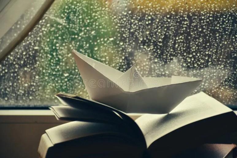 https://i1.wp.com/thumbs.dreamstime.com/b/lluvia-fuera-de-la-ventana-libros-en-una-madera-drogas-goteando-vista-c%C3%B3moda-h%C3%BAmeda-c%C3%A1lida-casa-atmosf%C3%A9rica-oto%C3%B1o-lluvioso-163811884.jpg?w=773&ssl=1