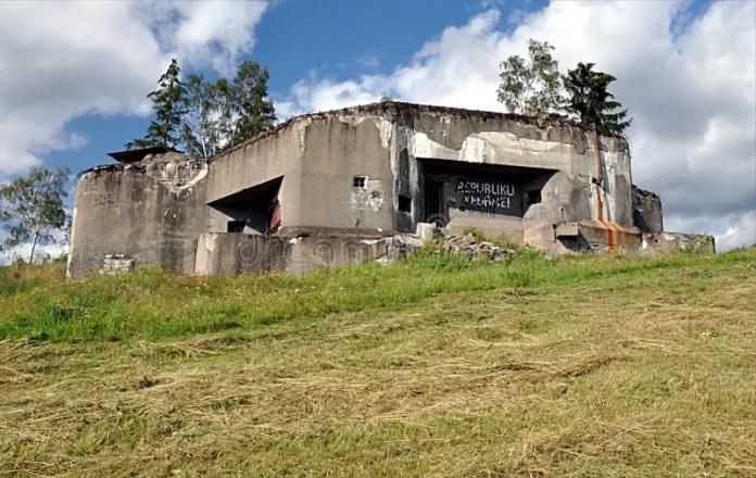 https://i1.wp.com/thumbs.dreamstime.com/b/old-army-bunker-landscape-jeseniky-czech-republic-europe-nature-106835693.jpg?w=696&ssl=1