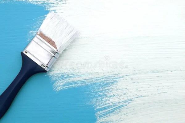 Pinceau Avec La Peinture Blanche Peignant Au-dessus Du ...