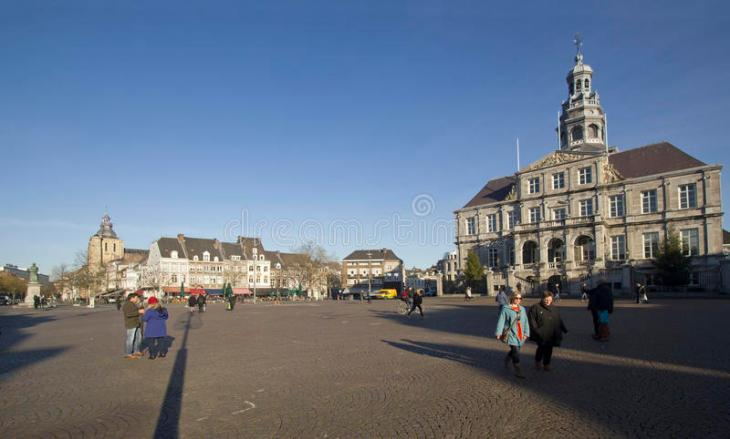 Plaza Del Mercado De Maastricht Holanda Fotos De Stock - Descarga ...