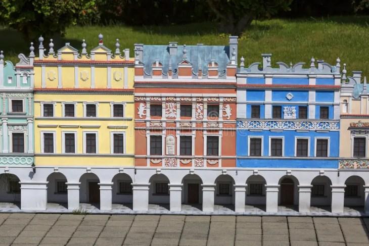Casas De Vivienda Armenias, Zamosc, Polonia Foto de archivo ...
