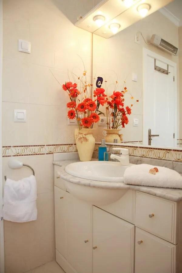 Stanza da bagno immagine stock. Immagine di specchio ... on Stanza Da Bagno  id=93973