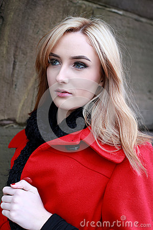 https://i1.wp.com/thumbs.dreamstime.com/x/beautiful-young-woman-blonde-hair-wearing-red-jacket-bl-black-scarf-cold-windy-day-67797504.jpg?w=640&ssl=1