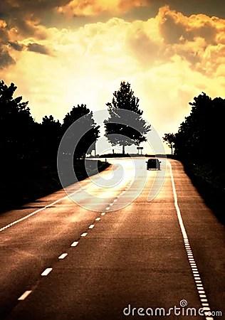 Estrada com carro só