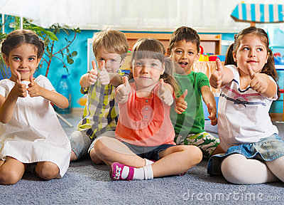 https://i1.wp.com/thumbs.dreamstime.com/x/five-little-children-thumbs-up-sitting-floor-sign-31452748.jpg?w=960