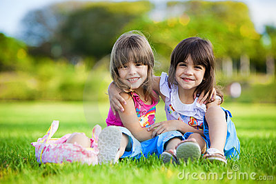 https://i1.wp.com/thumbs.dreamstime.com/x/two-young-smiling-girls-hugging-grass-12426141.jpg