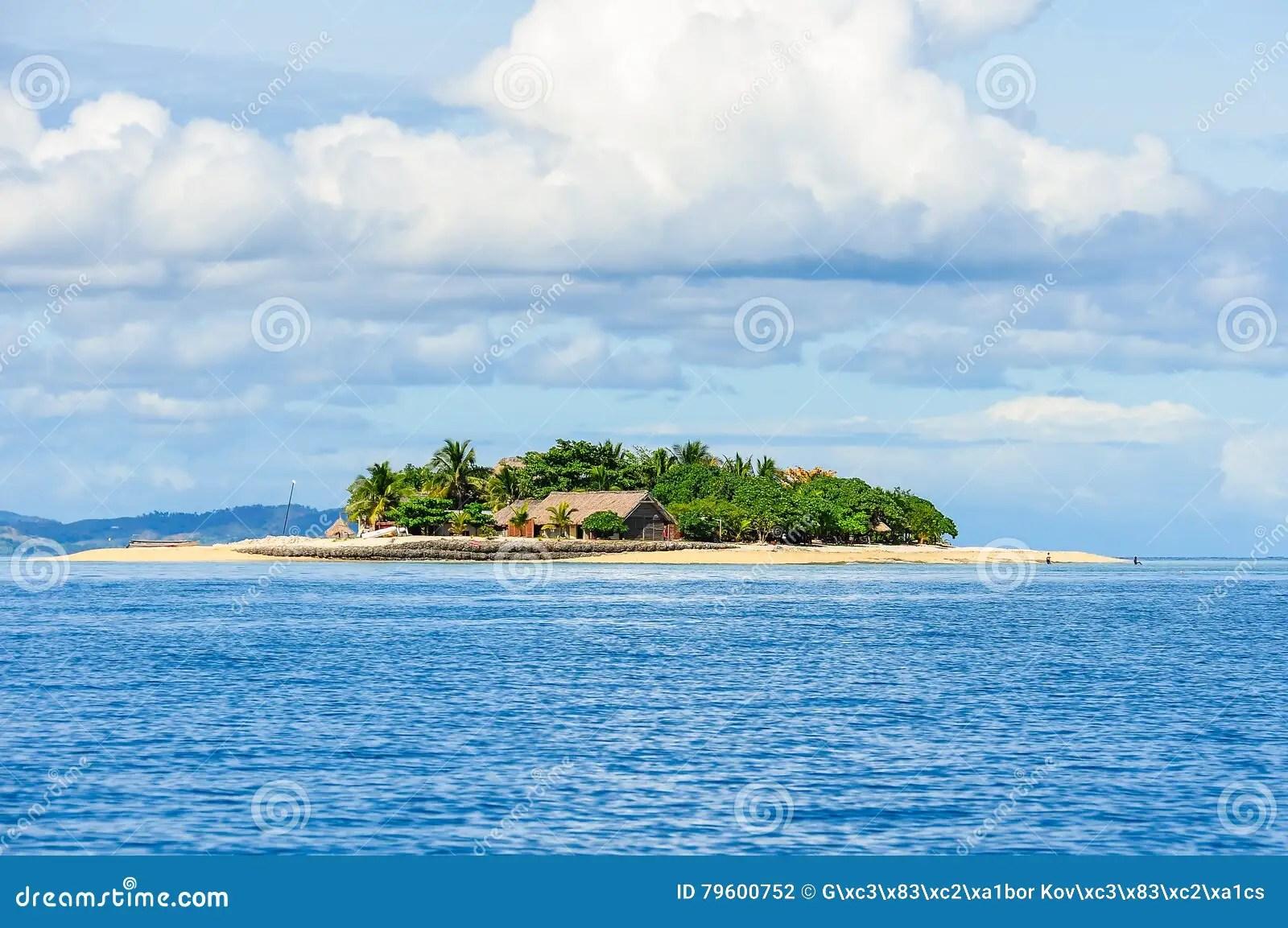 vue d ile minuscule de vague deferlante aux fidji