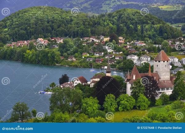 Горы, замок и озеро в городе Thun Швейцария Стоковое Фото ...