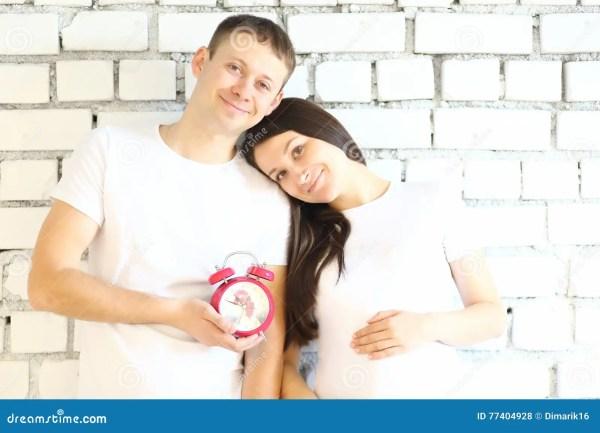 Молодая беременная женщина и ее супруг Стоковое Фото ...