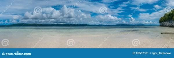 Пляж на острове Kri, Gam в предпосылке, радже Ampat ...