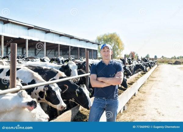 Укомплектуйте личным составом фермера работая на ферме с ...