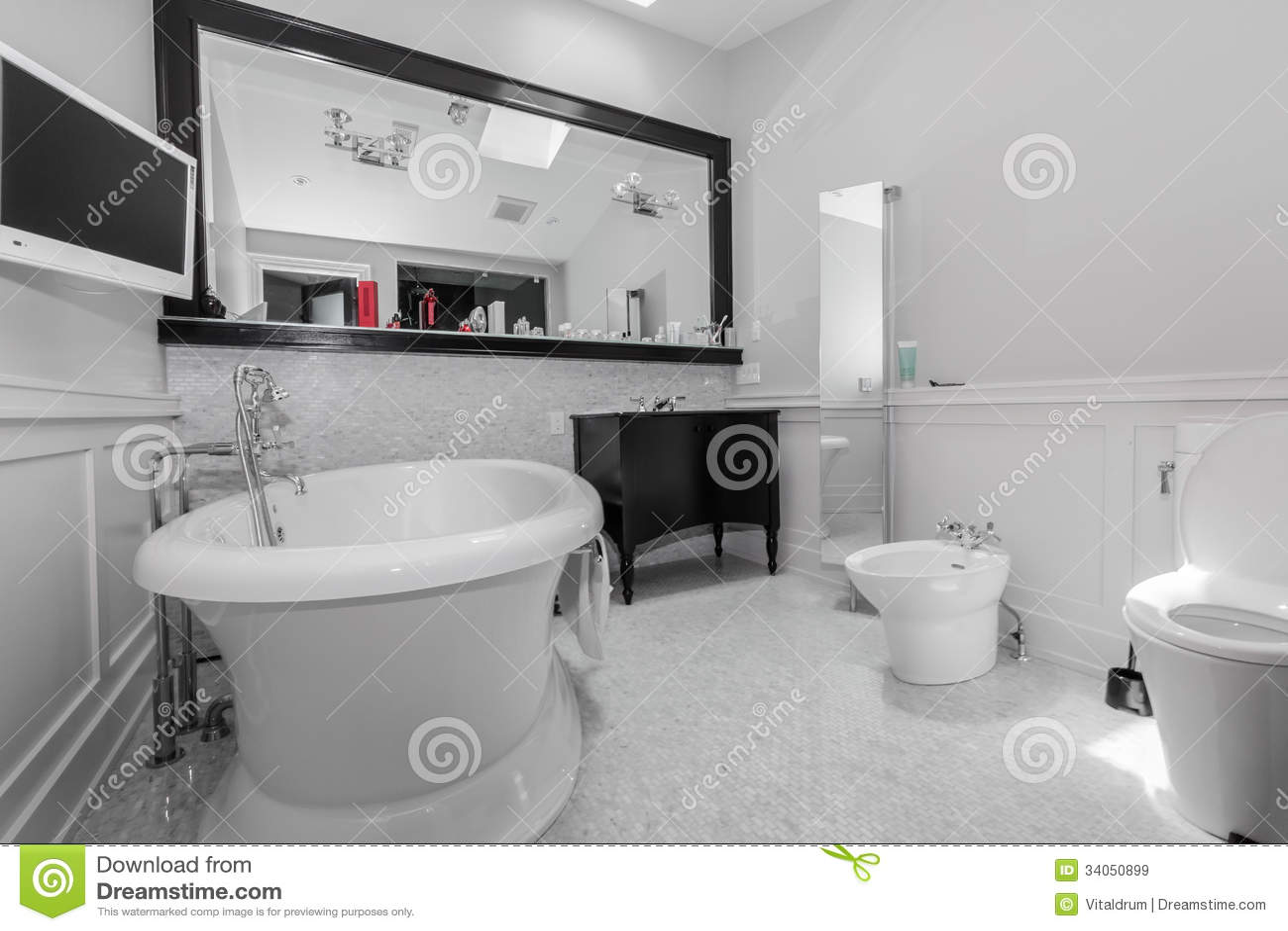 Big Stylish Classic Bathroom Royalty Free Stock Images