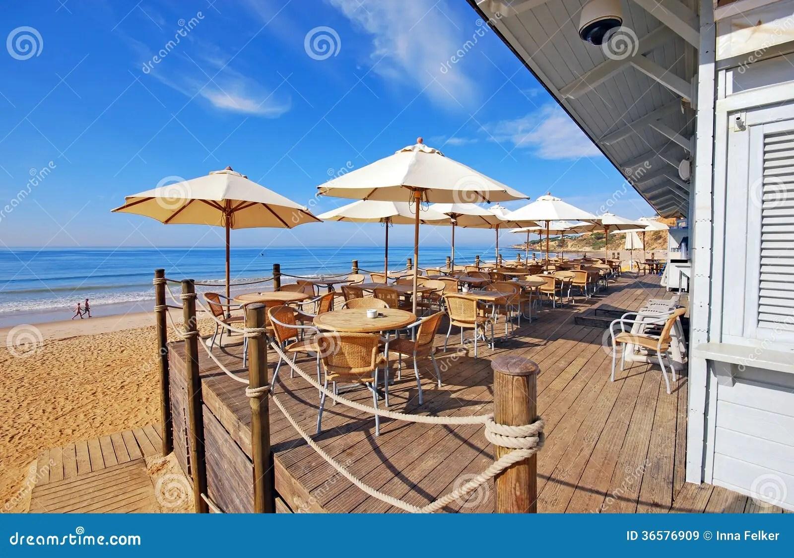 Caf Extrieur De Terrasse Sur La Plage De Sable Image