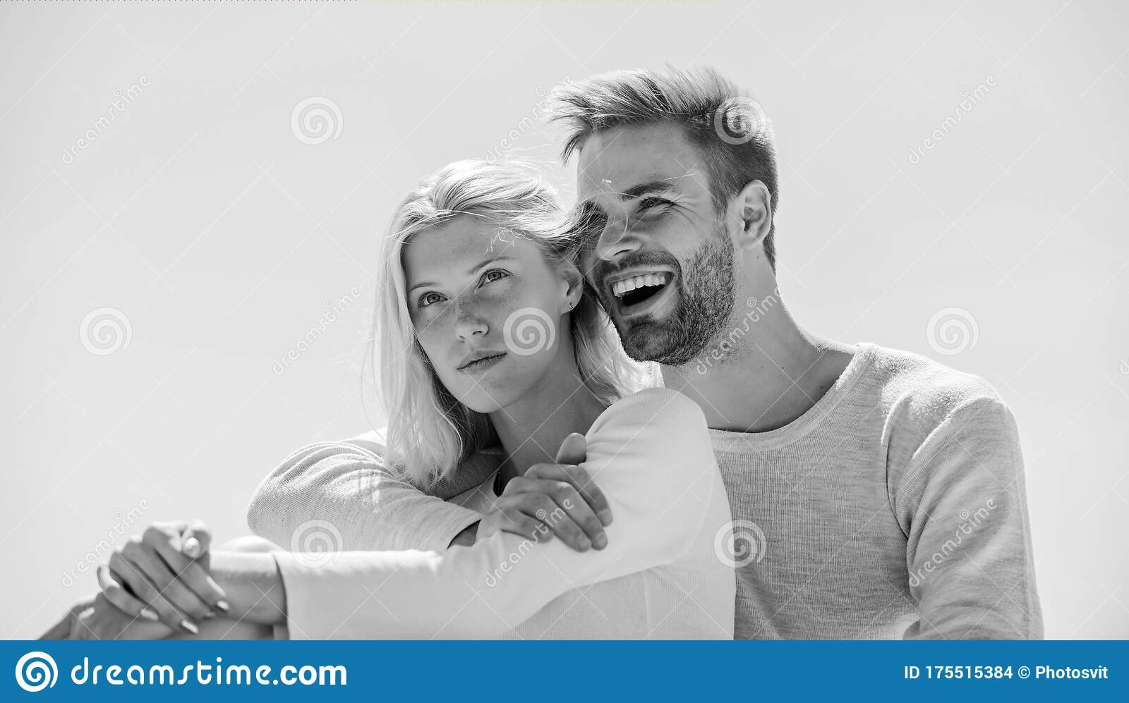 Cheerful Couple Interpersonal Relationship Understanding