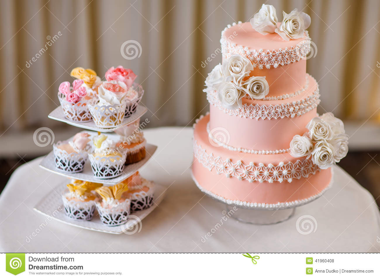 Cupcakes With Individual Wedding Decoration With Wedding