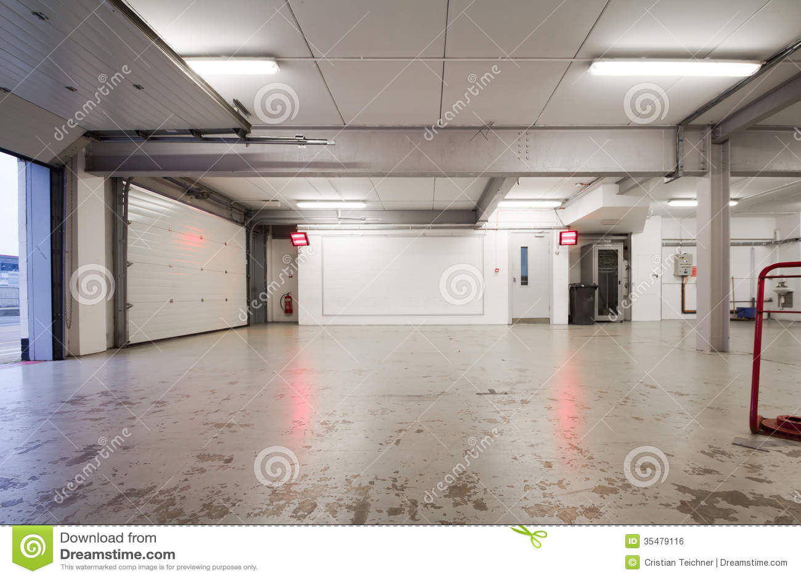Empty Car Garage Royalty Free Stock Image