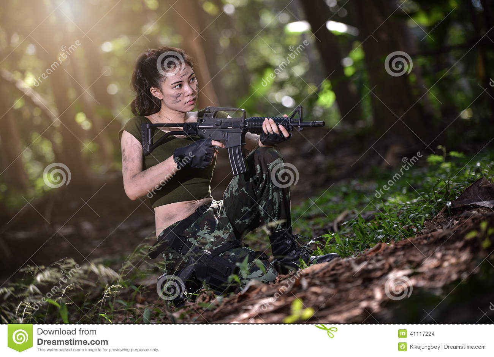 Force Spciale Avec Larme Feu Dans La Jungle Photo