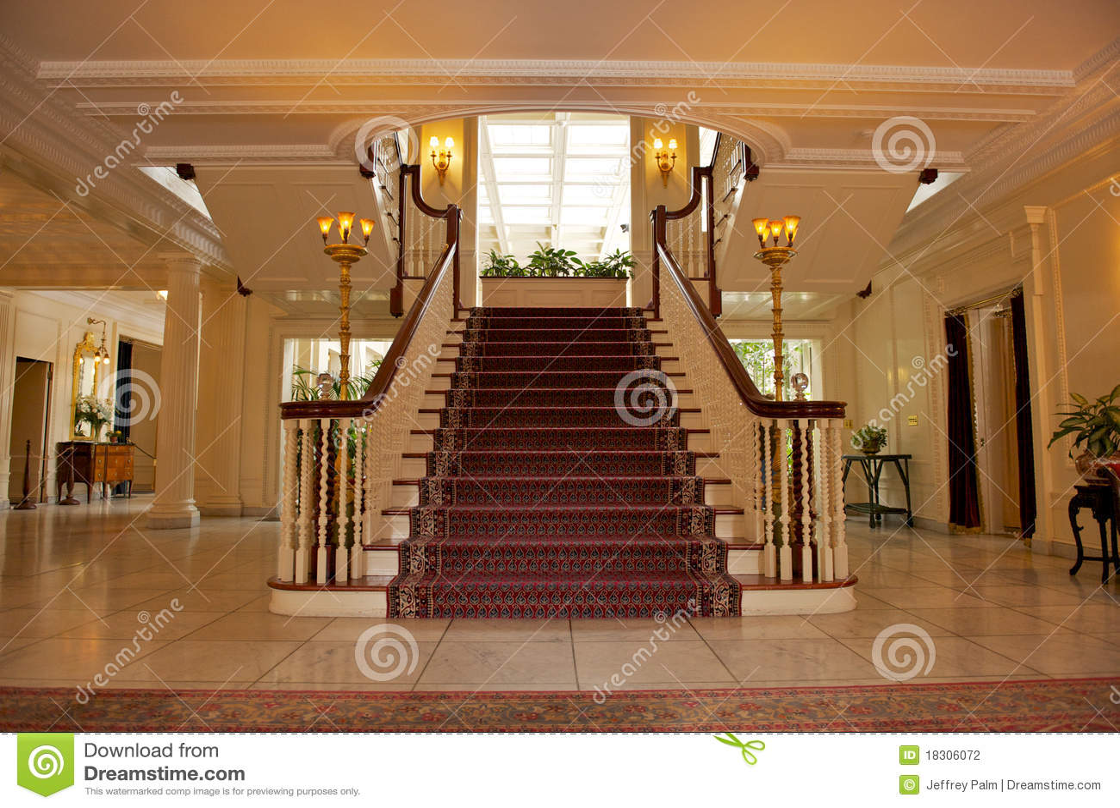 Foyer Dans La Maison Luxueuse Photographie Stock Image