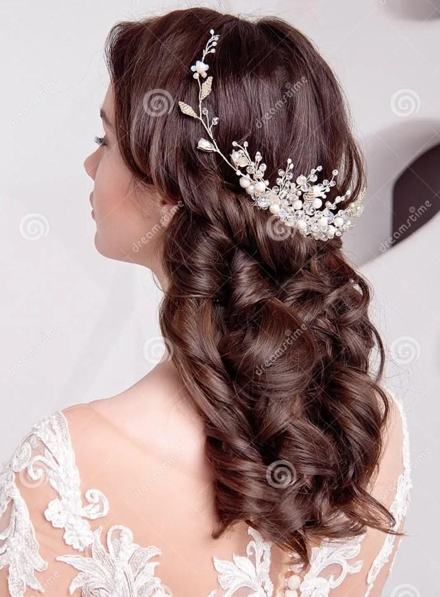 female elegant wedding hairstyle for the wedding