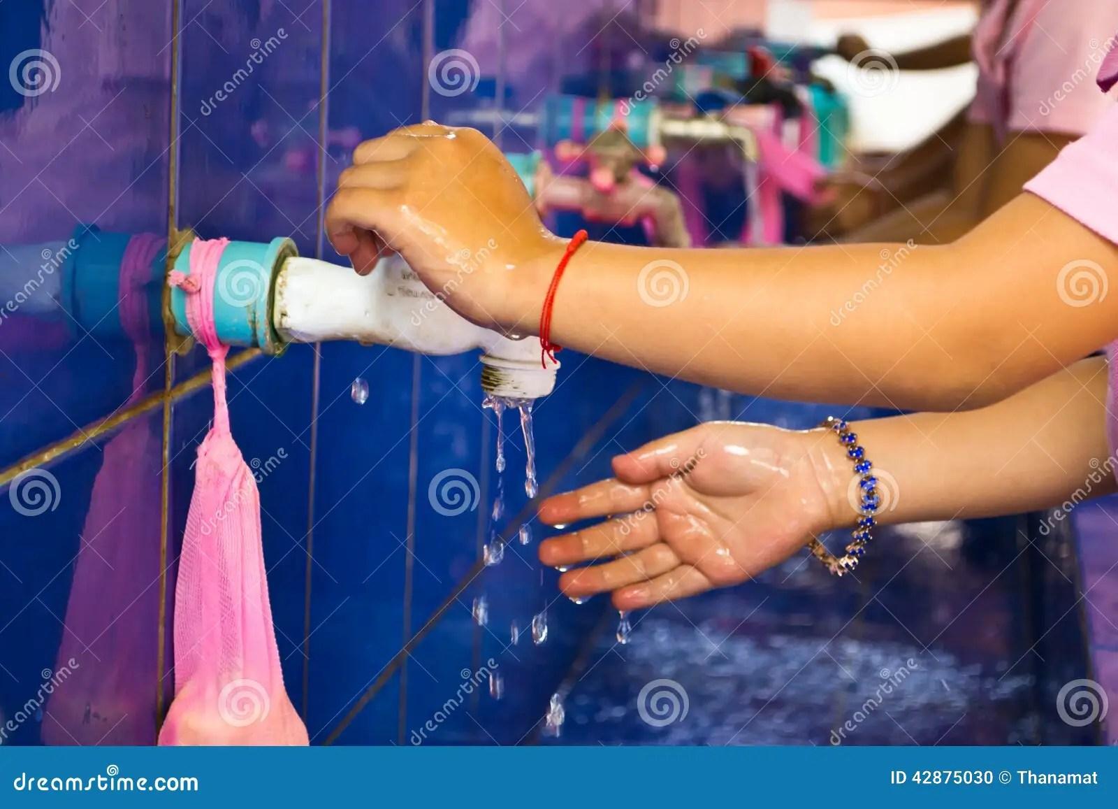 Handwashing Teachers That Schools Are Teaching Children