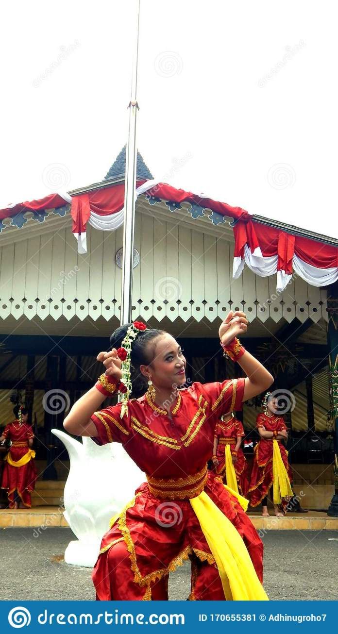 Indonesia 4th June Indonesian Woman Dance Performer At Annual Local Culture Ceremony Editorial Photo Image Of Person June 170655381