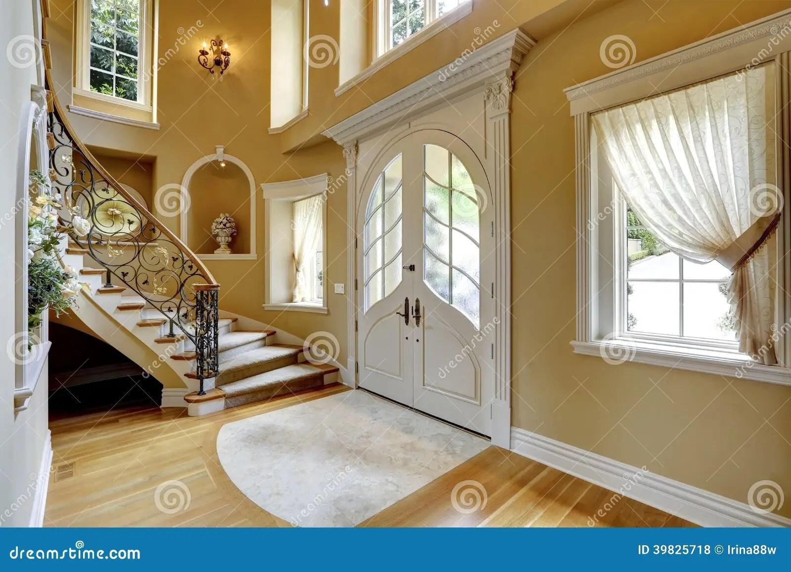 Intrieur De Luxe De Maison Couloir Dentre Photo Stock