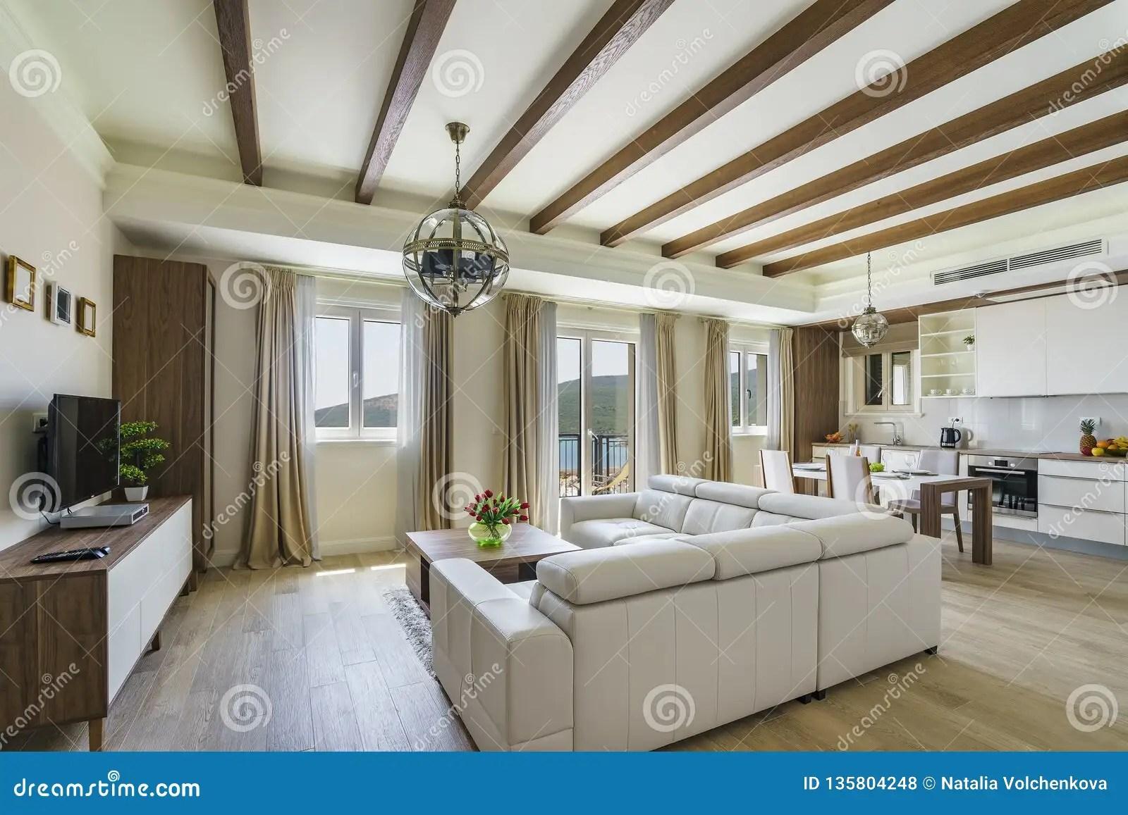 Interieur De Salon Spacieux Leger Dans Une Villa De Luxe Photo Stock Image Du Spacieux Luxe 135804248