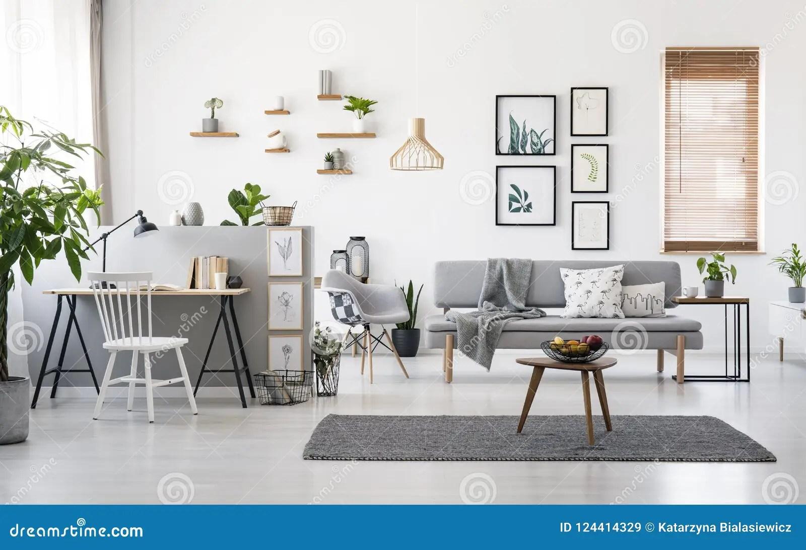 gris meubles en bois image stock