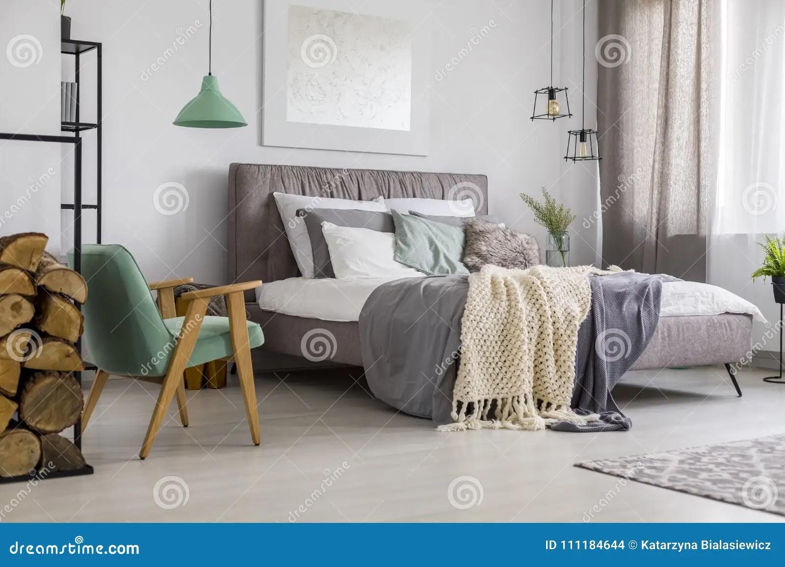 gris de chambre a coucher photo stock