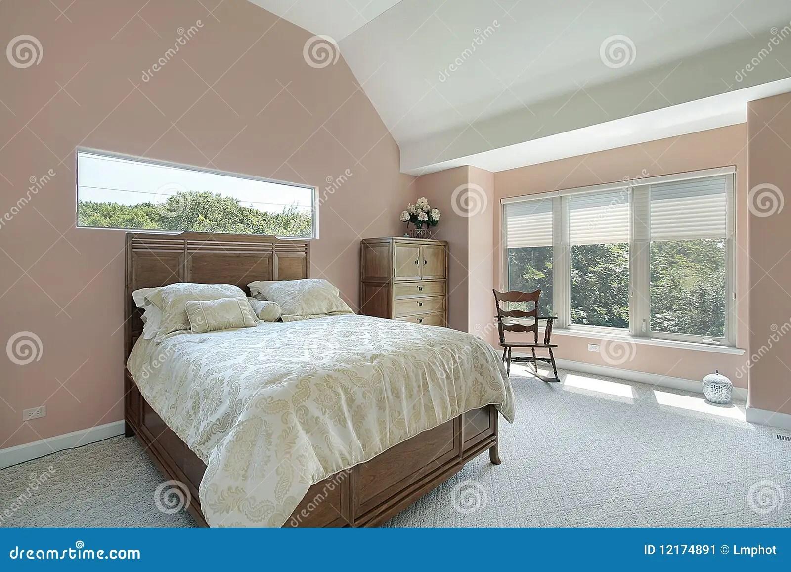 pareti in pietra in camera da letto, uno stile di tendenza. Master Bedroom With Mauve Colored Walls Stock Image Image Of Room Residence 12174891