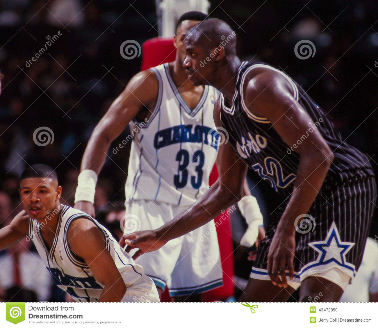 Mugsy Bogues Against Shaquille O Neal Editorial Image