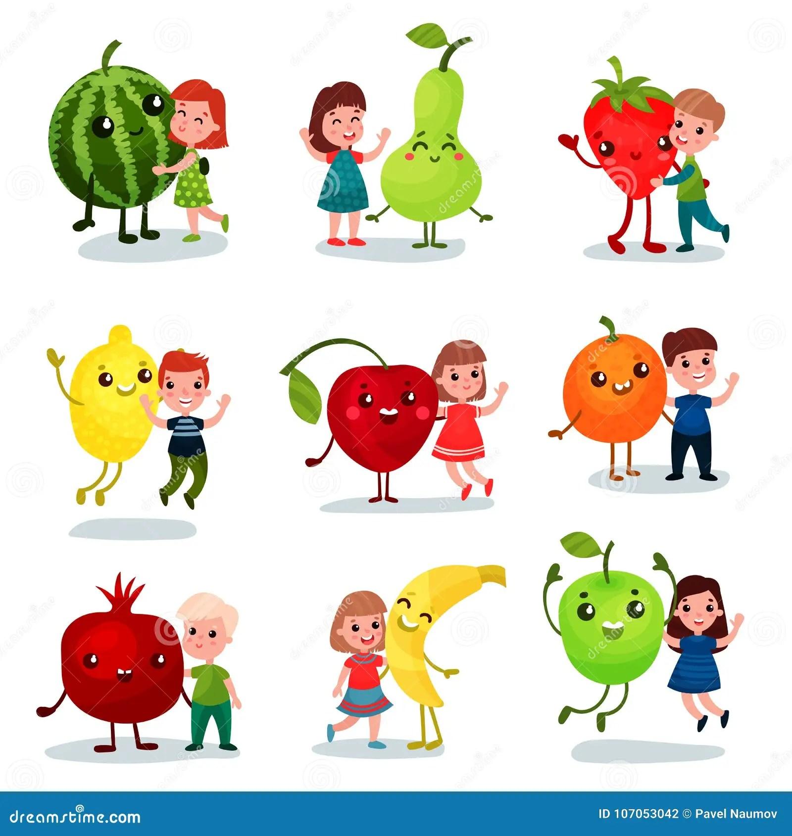 Ninos Lindos Que Se Divierten Y Que Abrazan Las Frutas